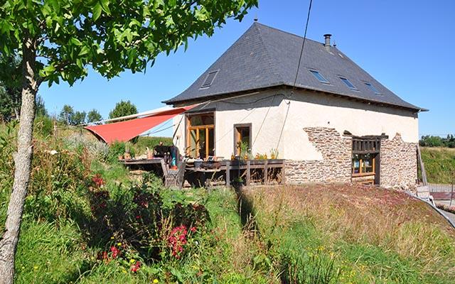 Rénovation écologique d'une grange en terre crue en Bretagne