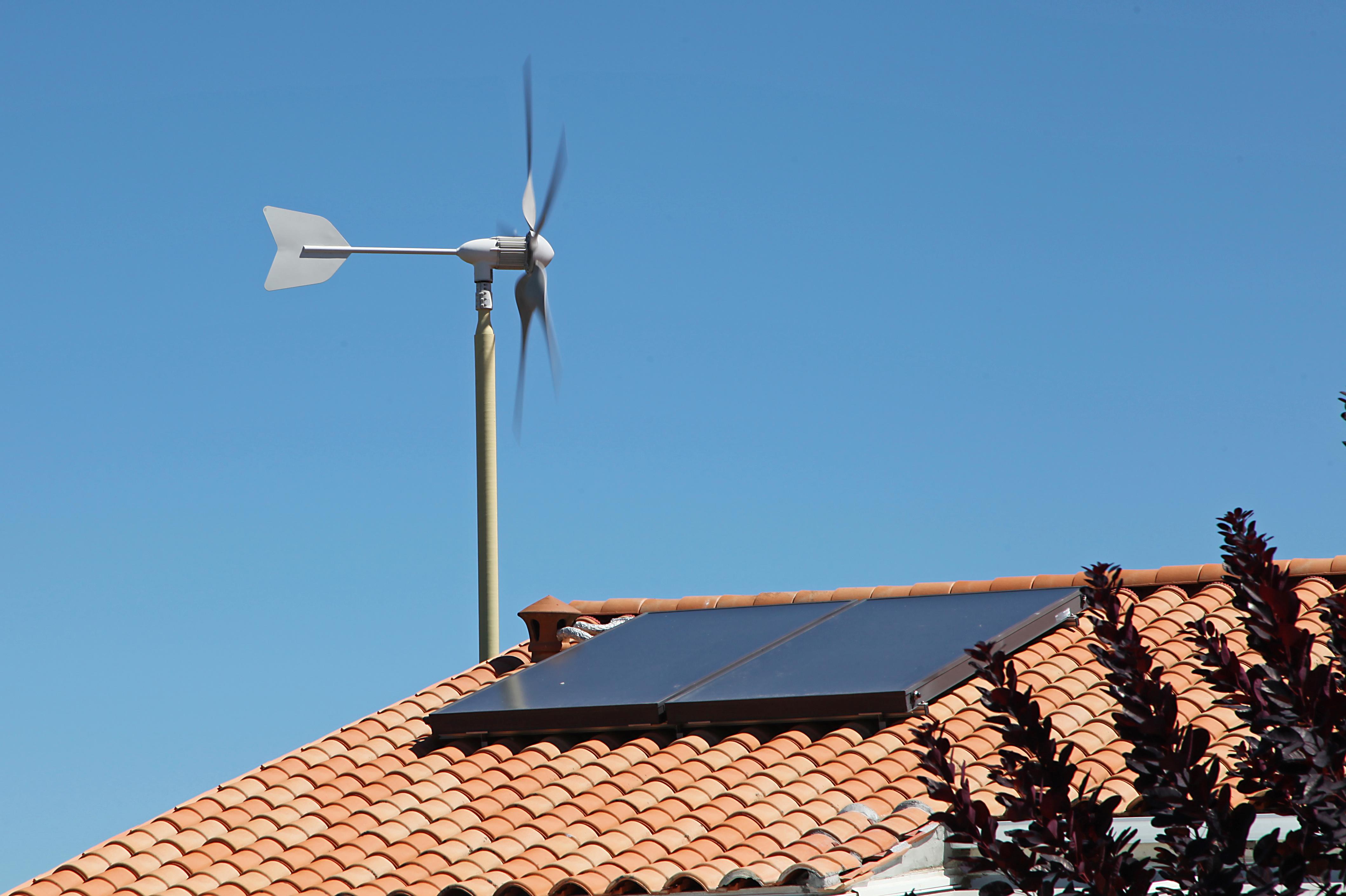 Olien domestique du vent les escrocs la maison cologique - Eolienne de toit ...