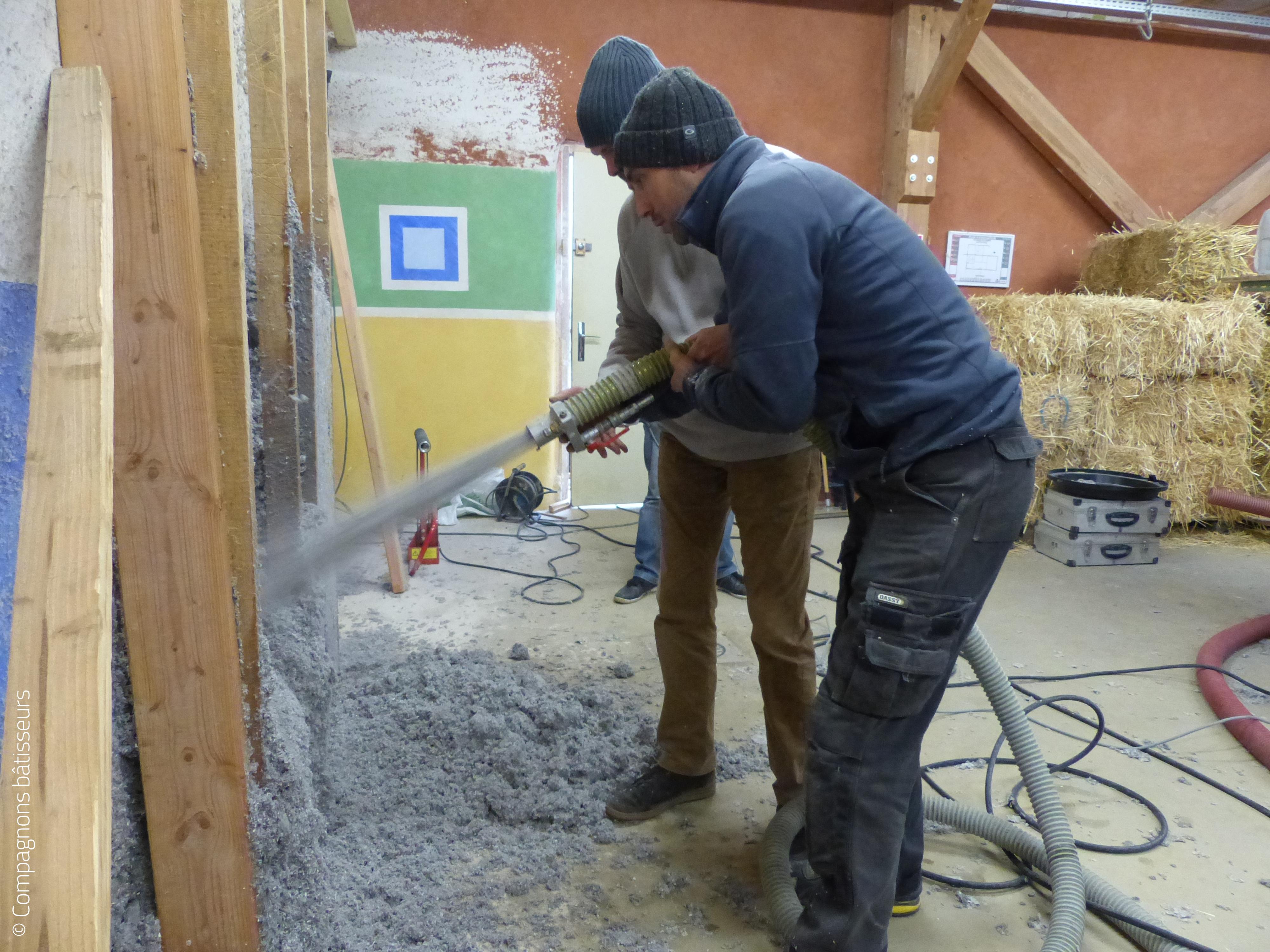 Maisons paysannes de France et les Compagnons bâtisseurs s'unissent pour l'auto-réhabilitation accompagnée