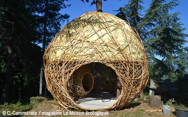 cabane en bois tressé - vannerie habitat léger