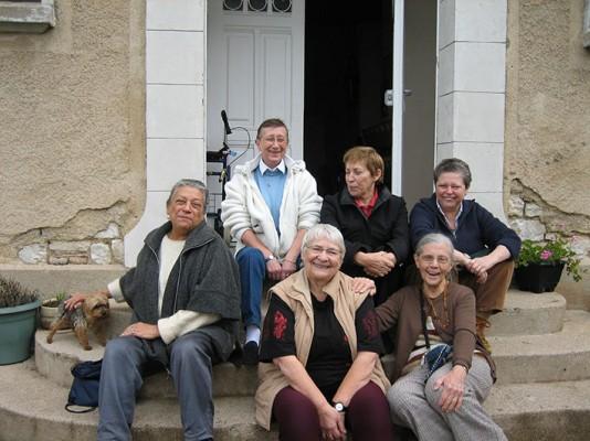 Thérèse Clerc (à gauche) avec d'autres femmes des Babayagas.